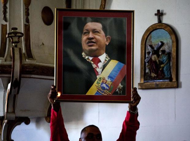Governo venezuelano anuncia adiamento da posse de Hugo Chávez
