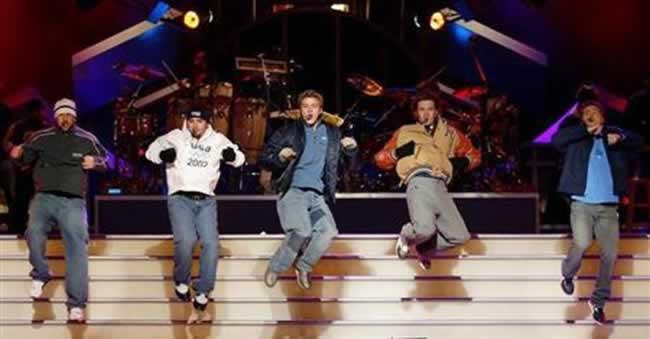 Justin Timberlake e a dupla Macklemore & Ryan Lewis lideram as indicações, com seis cada um, enquanto Bruno Mars, Robin Thicke e Miley Cyrus também receberam diversas indicações.  Todos deverão se apresentar ao vivo no evento, que começa às 22h (horário de Brasília).  (Reportagem de Chris Michaud e Piya Sinha-Roy)