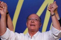 O governador de São Paulo, Geraldo Alckmin, gesticula depois de ser eleito líder do Partido da Social Democracia Brasileira (PSDB) durante sua convenção em Brasília, Brasil, 9 de dezembro de 2017. REUTERS / Adriano Machado
